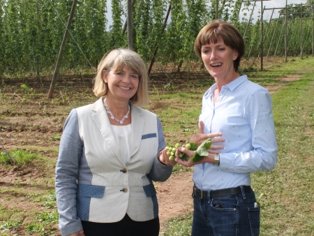 Harriett Baldwin MP tours Stocks Farm in Suckley with Ali Capper