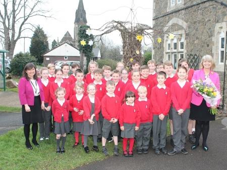 Harriett Baldwin with Welland Primary School headteacher Margaret Smith and pupils